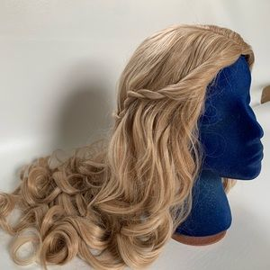 Accessories - NWOT- Long Blond Wig